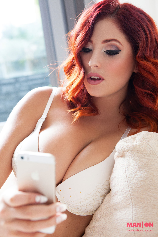 lucy vixen topless selfie